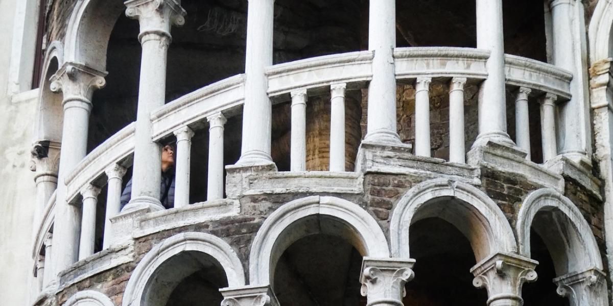 GITA IN TRENO A VENEZIA : IL MUSEO FORTUNY, LA SCALA DEL BOVOLO E L'ORATORIO DEI CROCIFERI